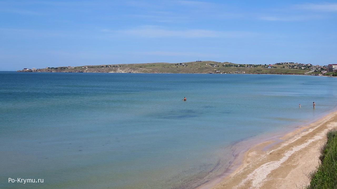 Мелкое море у пляжа Семеновки в Крыму