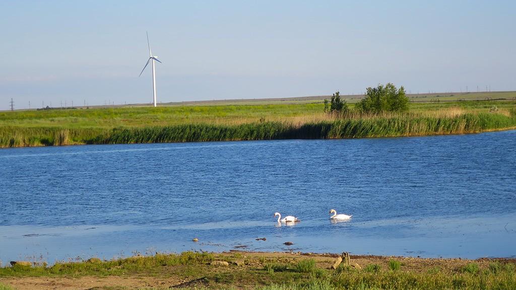Ветряки Крыма на востоке у Казантипского залива.