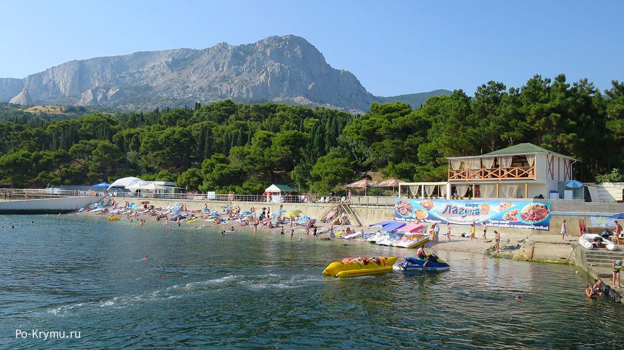 летний-пляж-у-парка-фороса