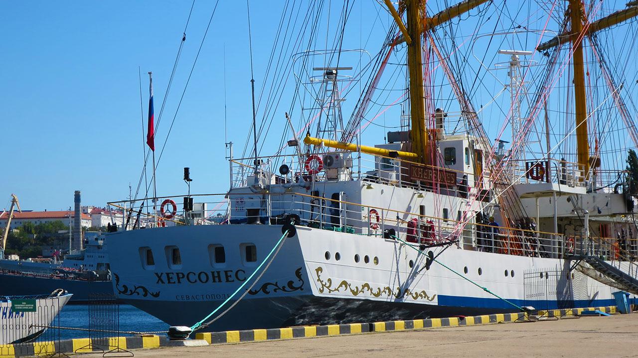 Зачем ехать в Севастополь?