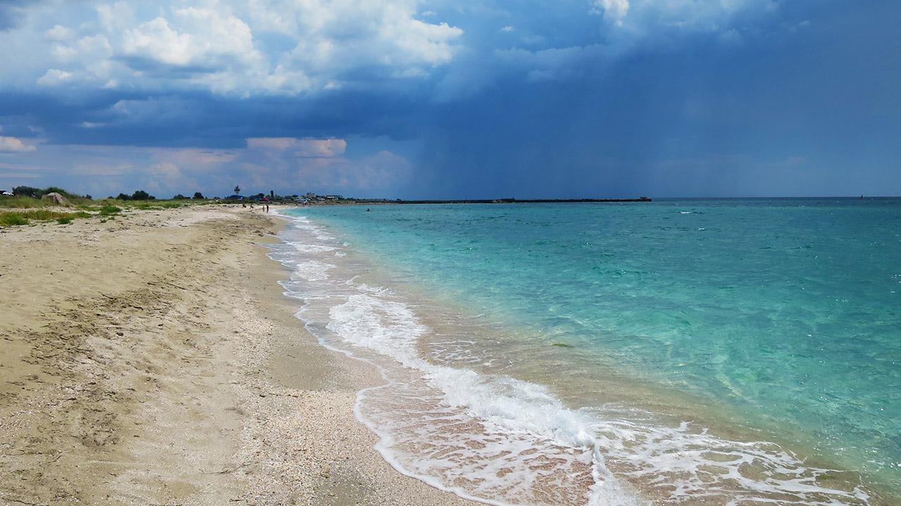 Черное море, дождь идет.