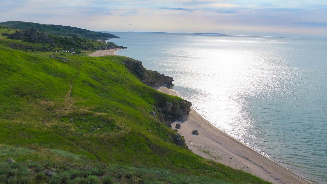 На фото уютные бухточки Азовского моря.