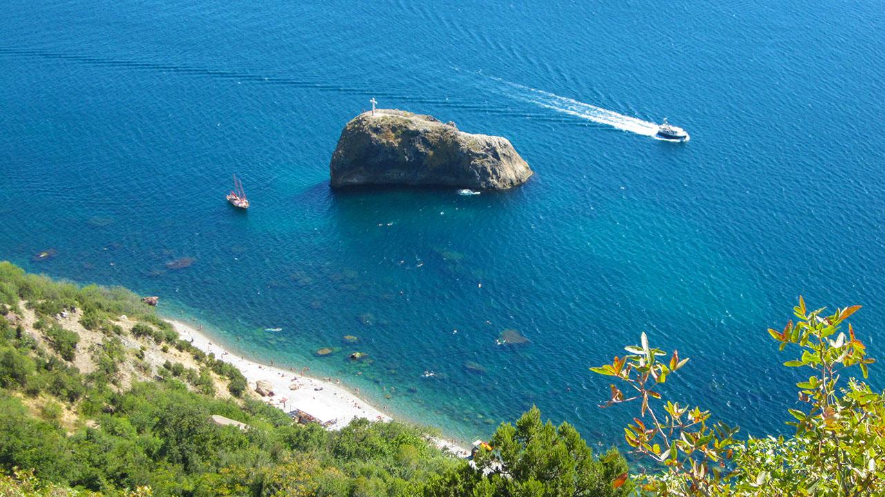 Посетите яшмовый пляж Фиолента.