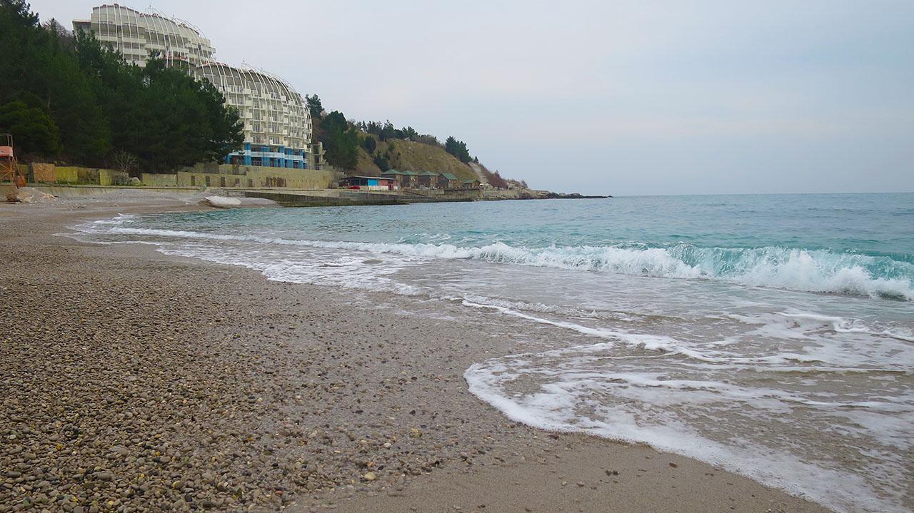 Песчано-галечный пляж Кастрополя