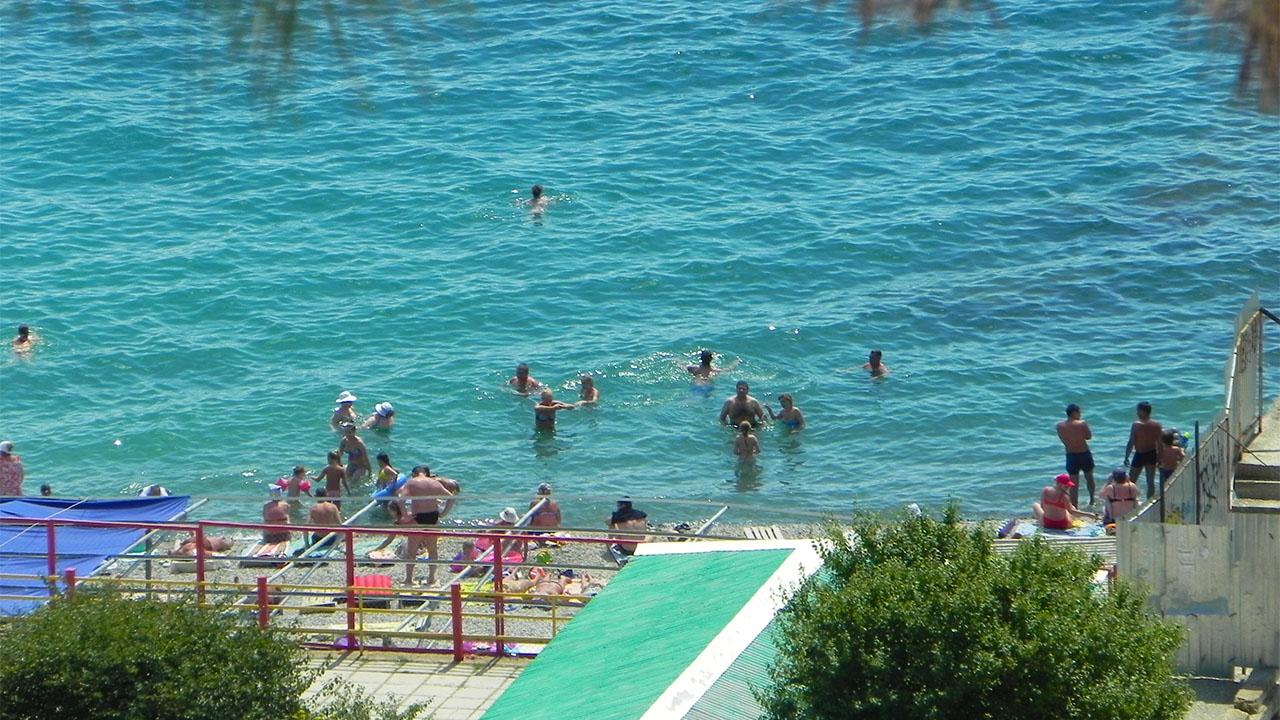 пляжи Алушты летом
