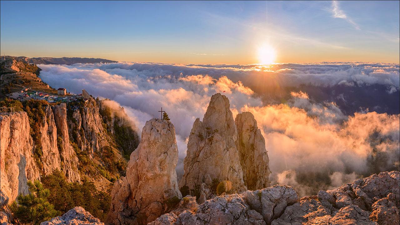 Гора Ай-Петри над облаками