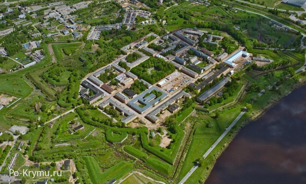Необычные места крымского полуострова - средневековые крепости.