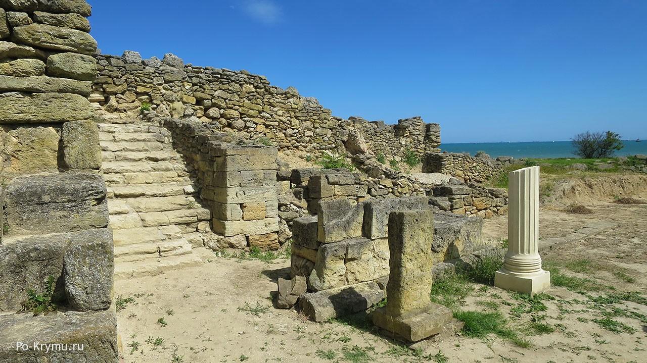 Раскопки древнего Нимфея.