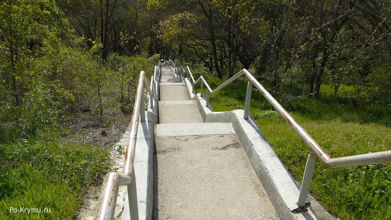 спуск-по-лестнице-на-дно-балки