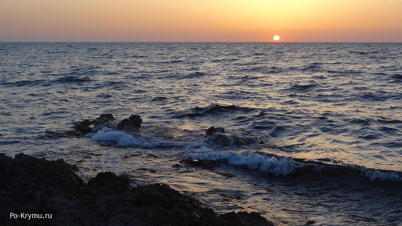 volny-chernogo-morja