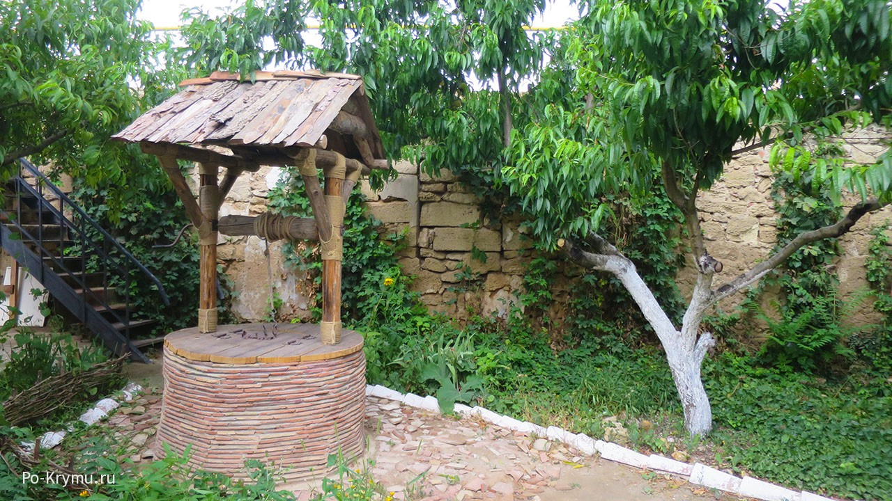 Во внутреннем дворе евпаторийского текие.
