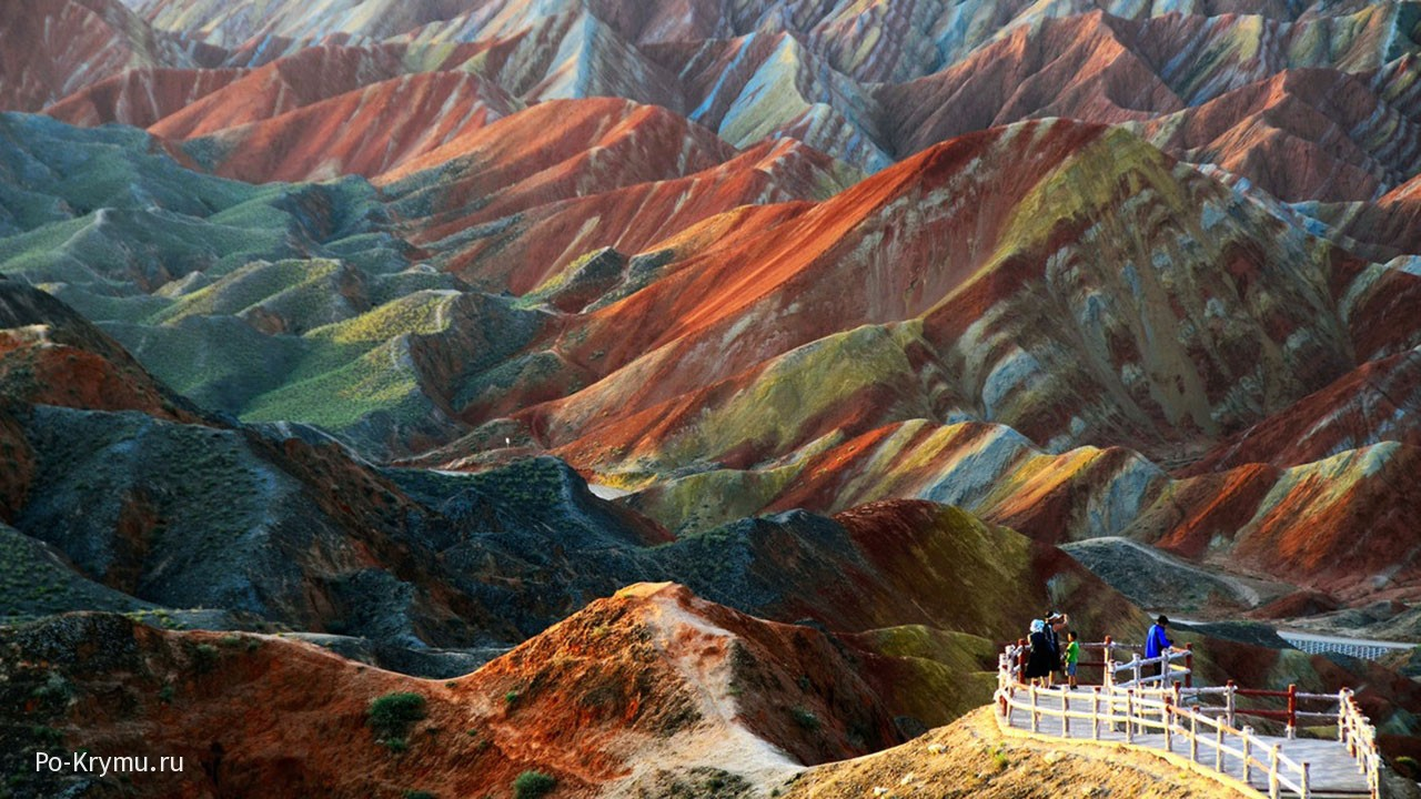 Удивительная красота гор Дэнксия (провинция Ганьсу).
