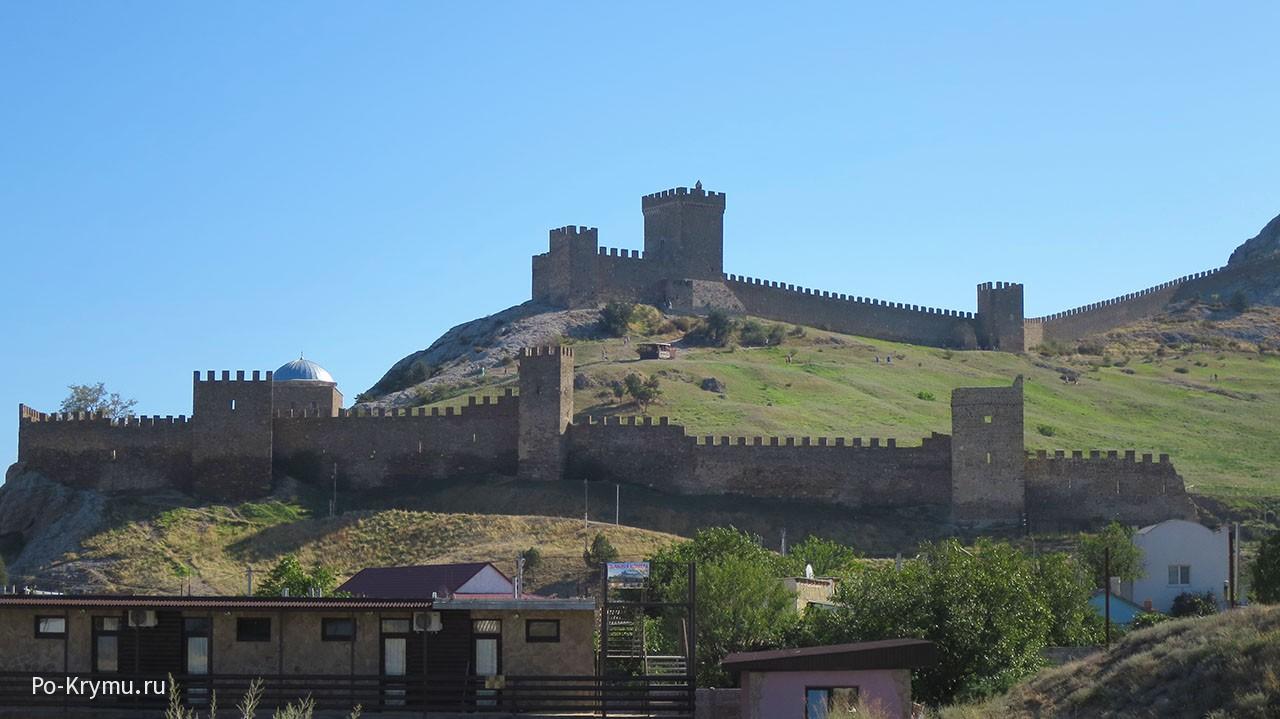 Необычное место Восточного Крыма - руины судакской крепости.