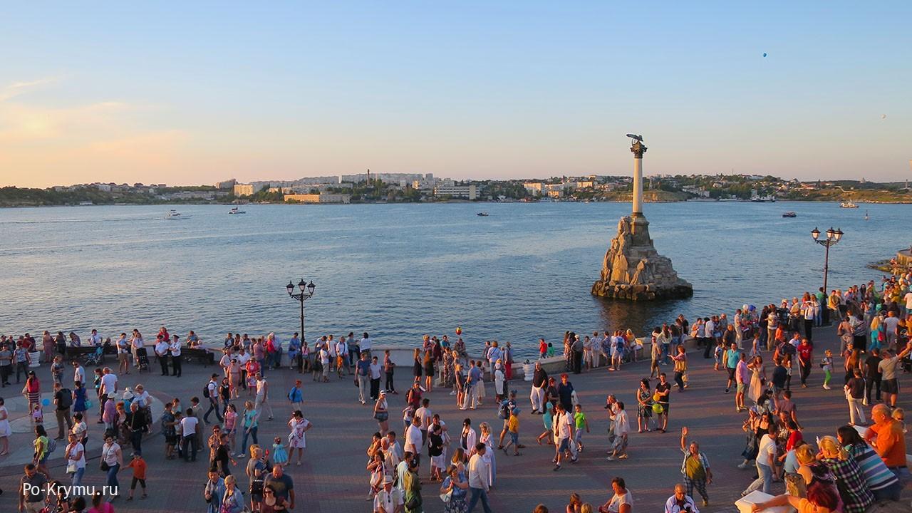 Севастопольская бухта на закате.