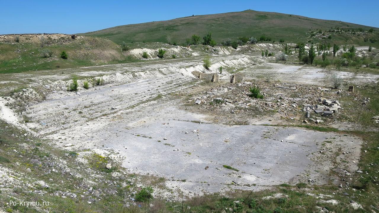 Старый карьер на вершине Ак-Кая.