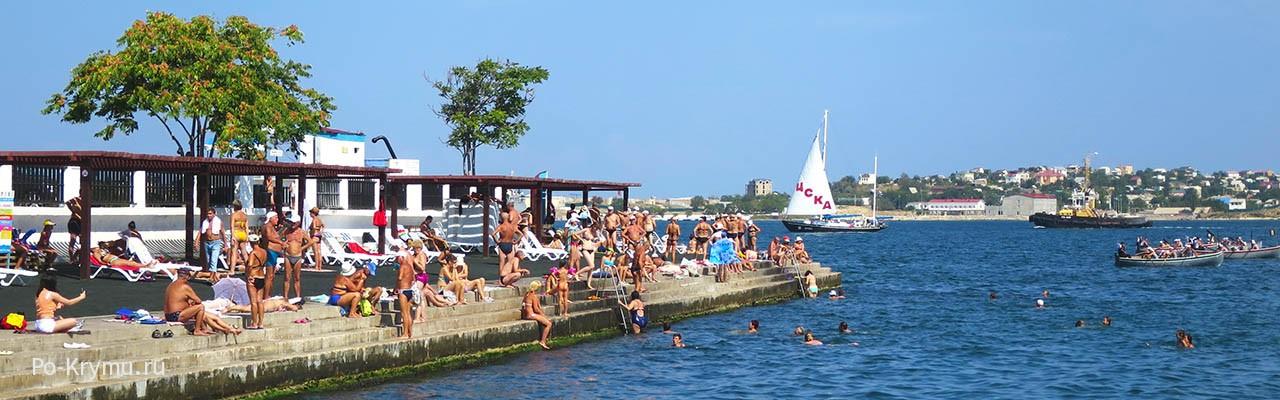 Фото пл. Хрустального и Севастопольской бухты - бетонный спуск в воду.