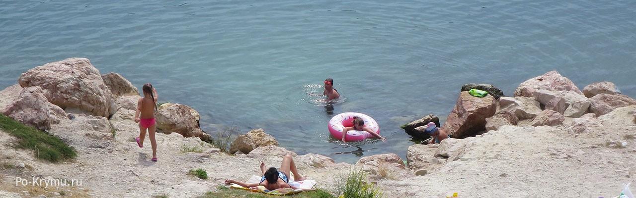 Не особо удобные места для купания в Стрелецкой.