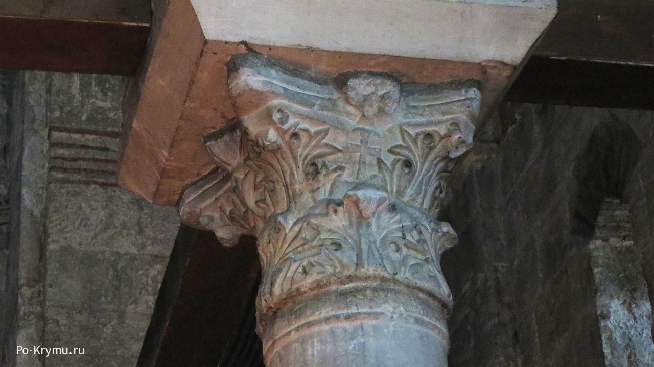 Капитель в византийском стиле.