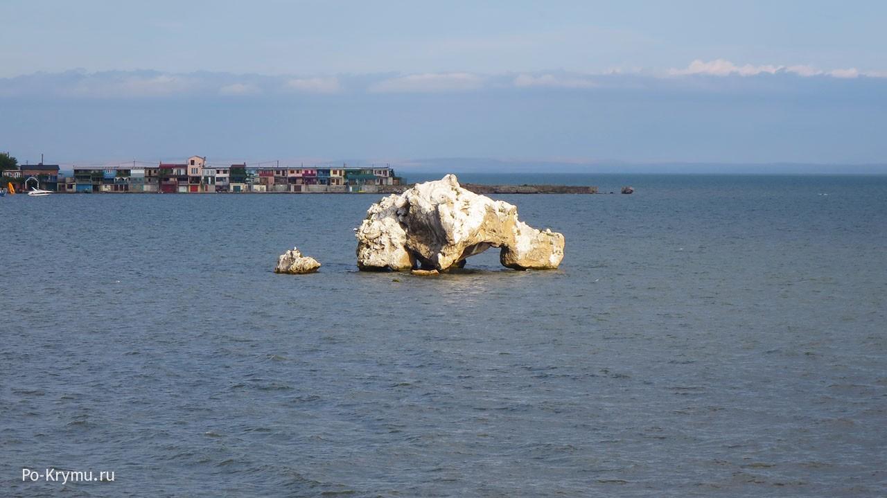 Мыс Карантинный - пляжи, скалы.