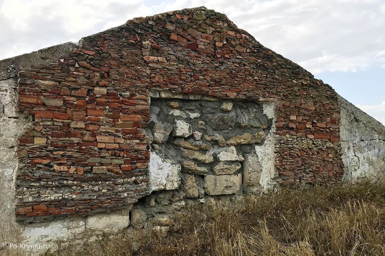 Руины Мирмекий , города времен Боспорского царства.