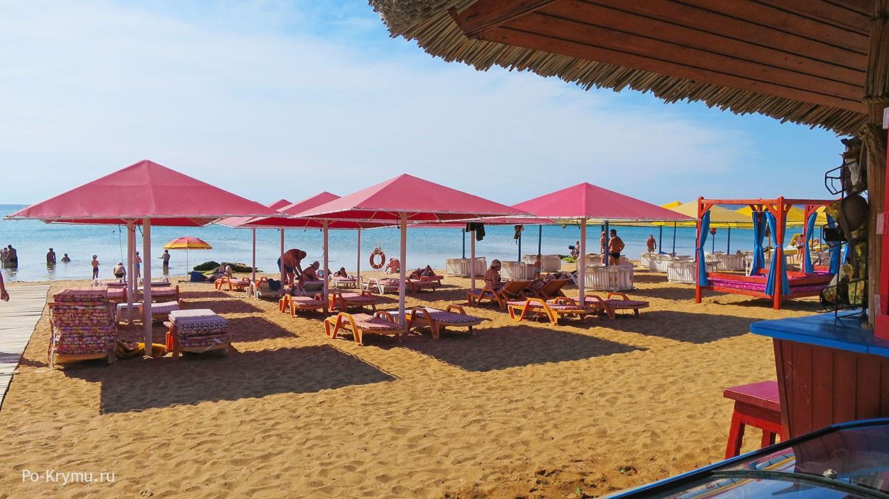 Благоустроенные пляжи Феодосии.