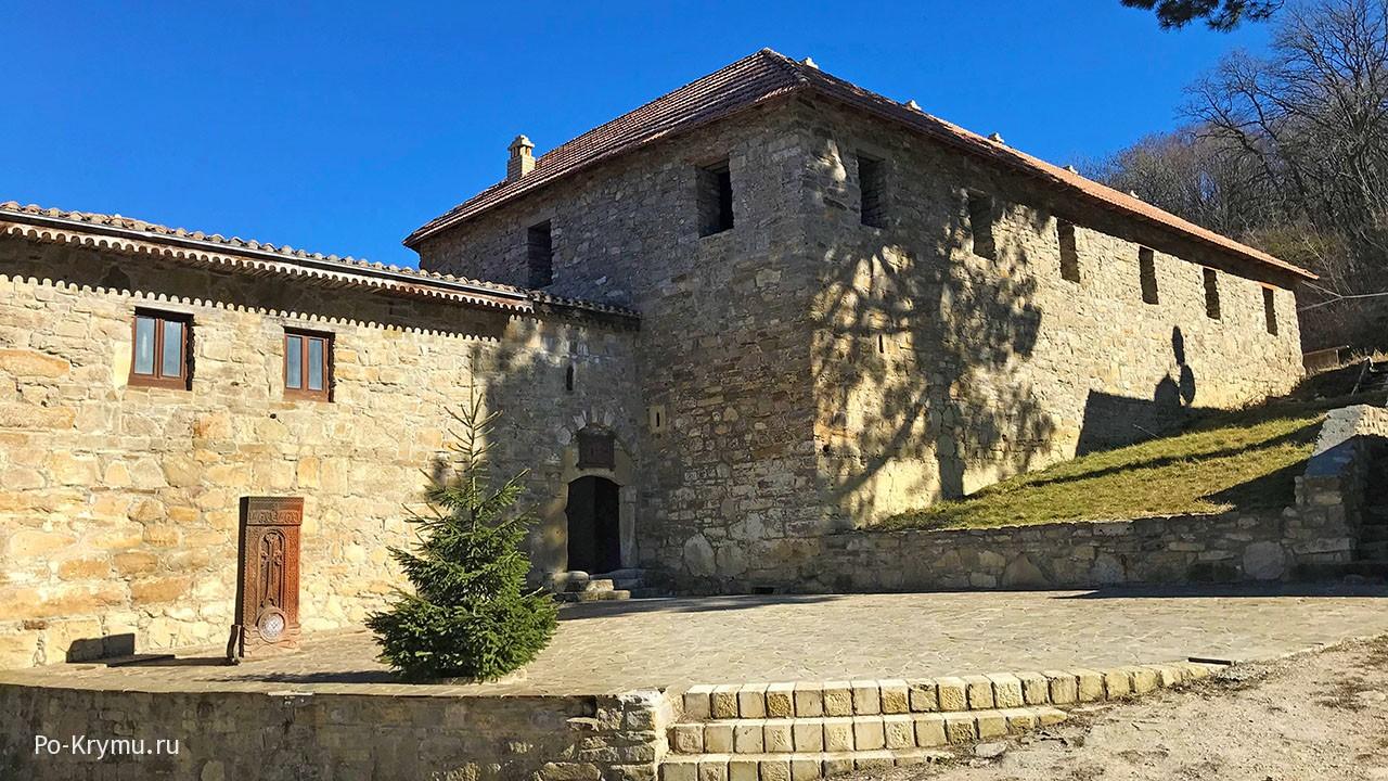 Древний армянский монастырь Сурб-Хач.