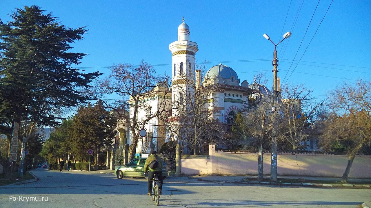 Крымские греки сейчас - дача Стамболи в городе Феодосия.