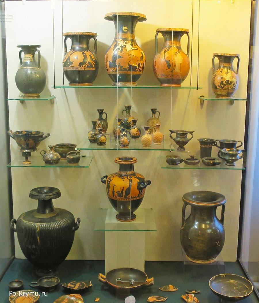Экспонаты керченского краеведческого музея