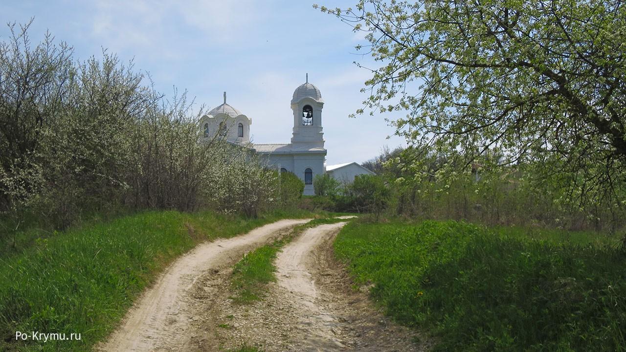 Церковь Святого Луки в селе Лаки.