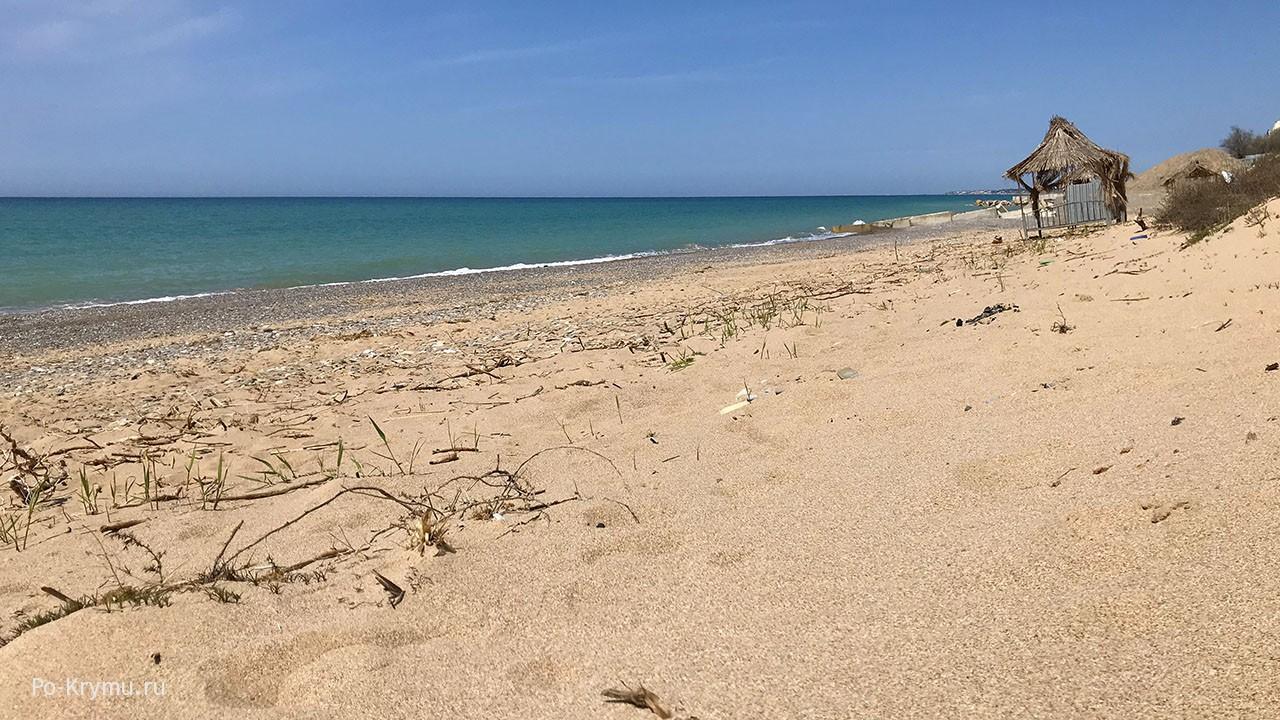 Западный Крым, песчаные пляжи весной.