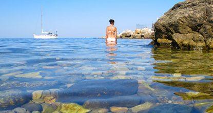 Пляж Дельфин в бухте Ласпи