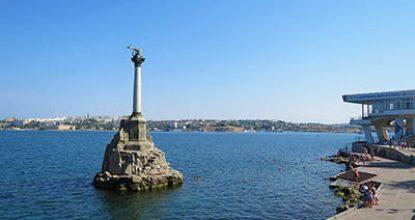 Купание у Памятника затопленным кораблям
