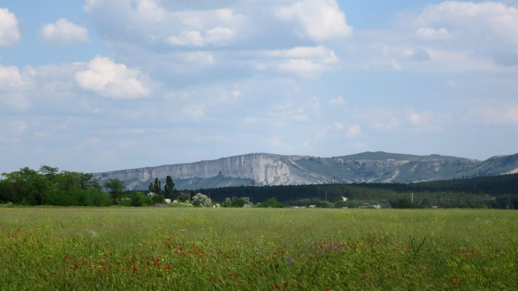 Фото Белой скалы с трассы.