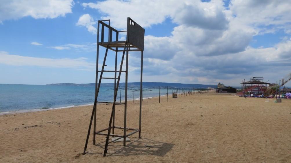 Песчаный пляж в Береговом у Феодосии