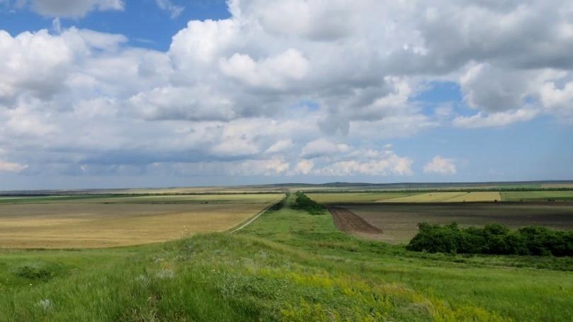 Асандров вал - самая большая (длинная) достопримечательность Крыма