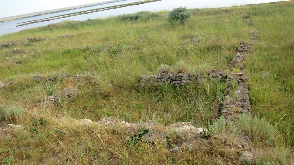 ruiny-na-beregu-ozera-panskoe