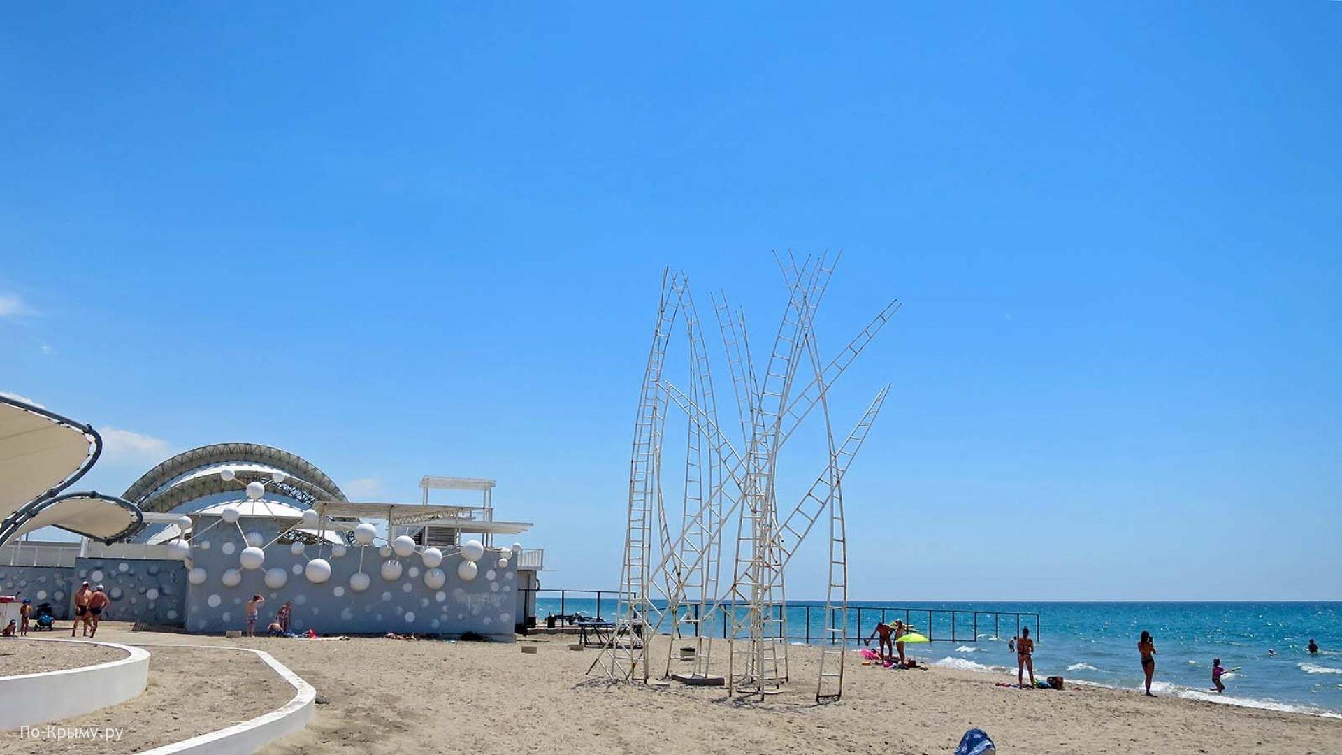 Арт объекты на крымском берегу