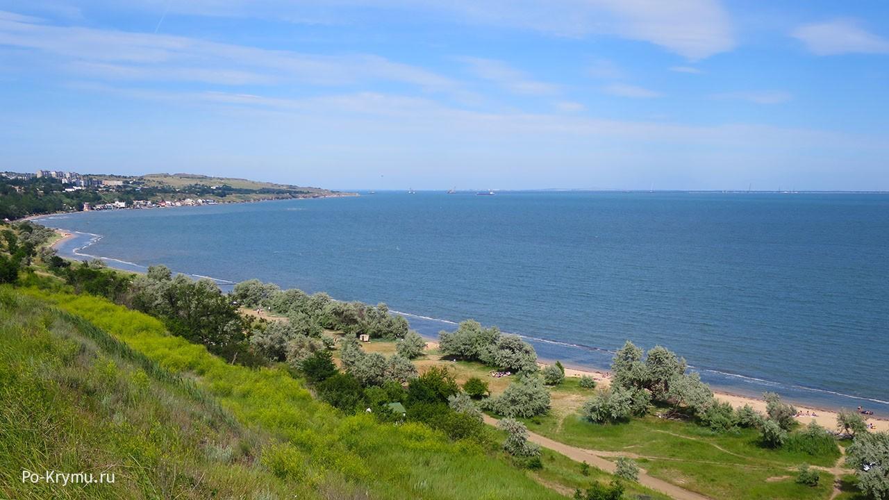 Здесь встречаются Черное и Азовское моря.