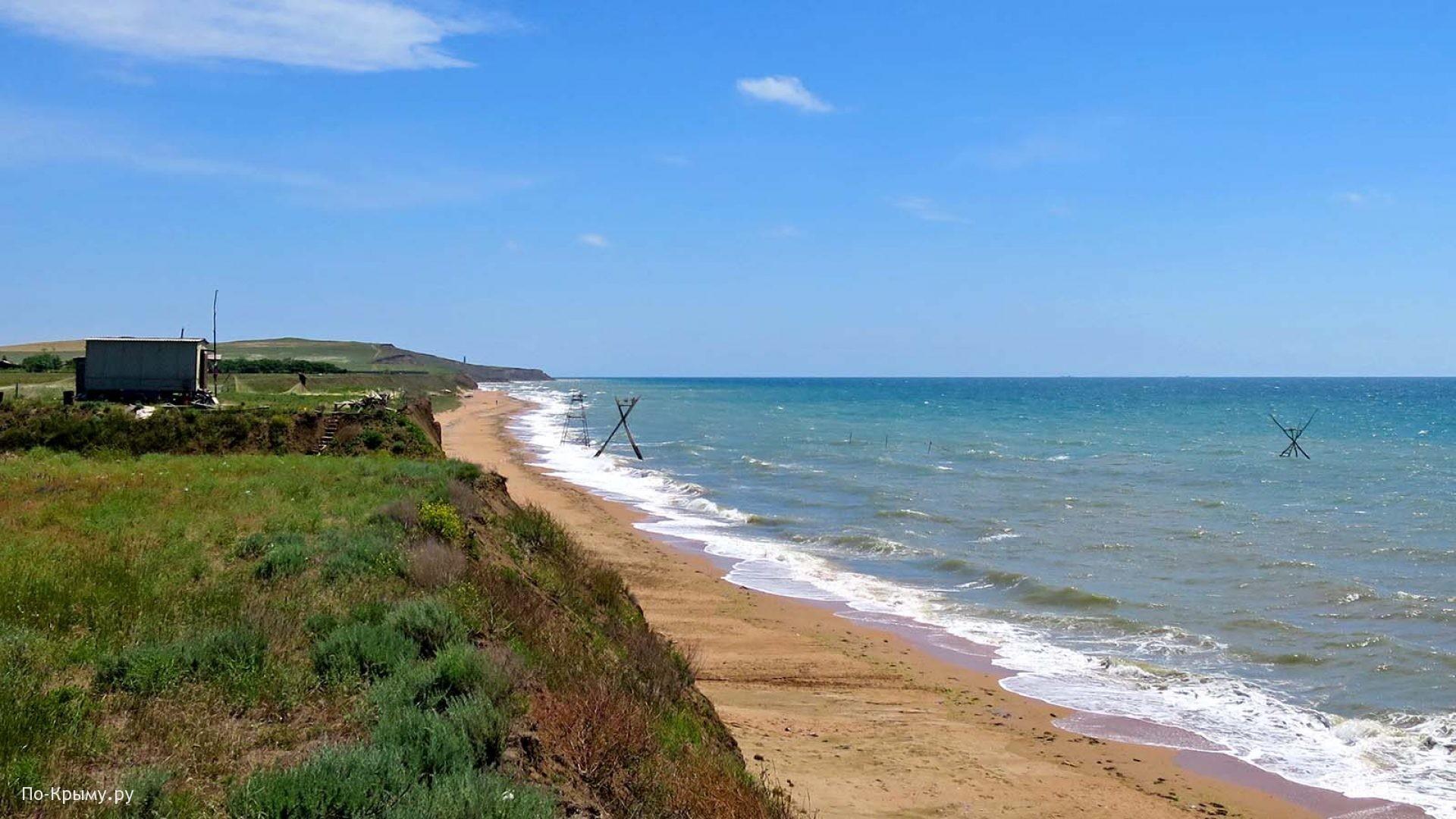 Керченский полуостров. Песчаный пляж у горы Опук
