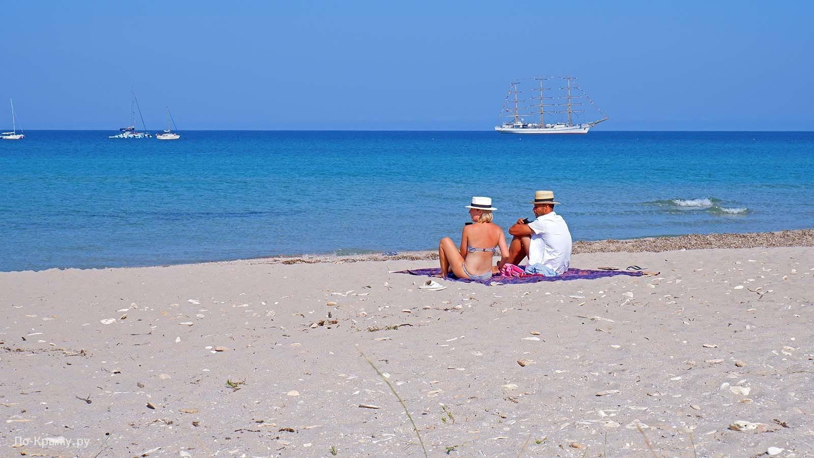Пляж автокемпинга Сансет в Оленевке