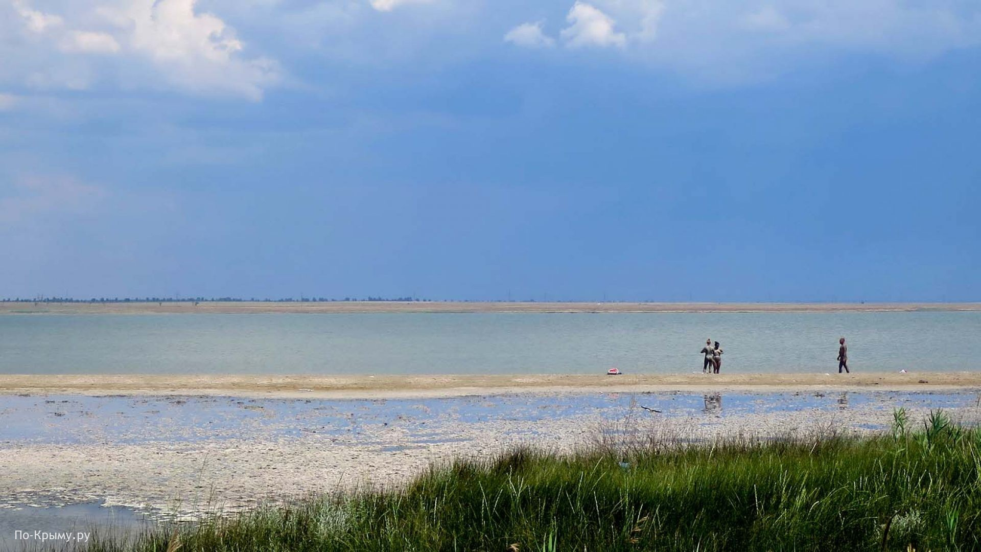 Западный Крым. Грязевое озеро Ойбурское
