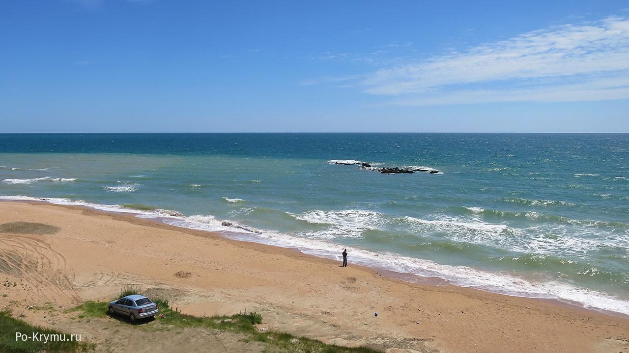 Пляж у Маяка на мысе Кыз-Аул.