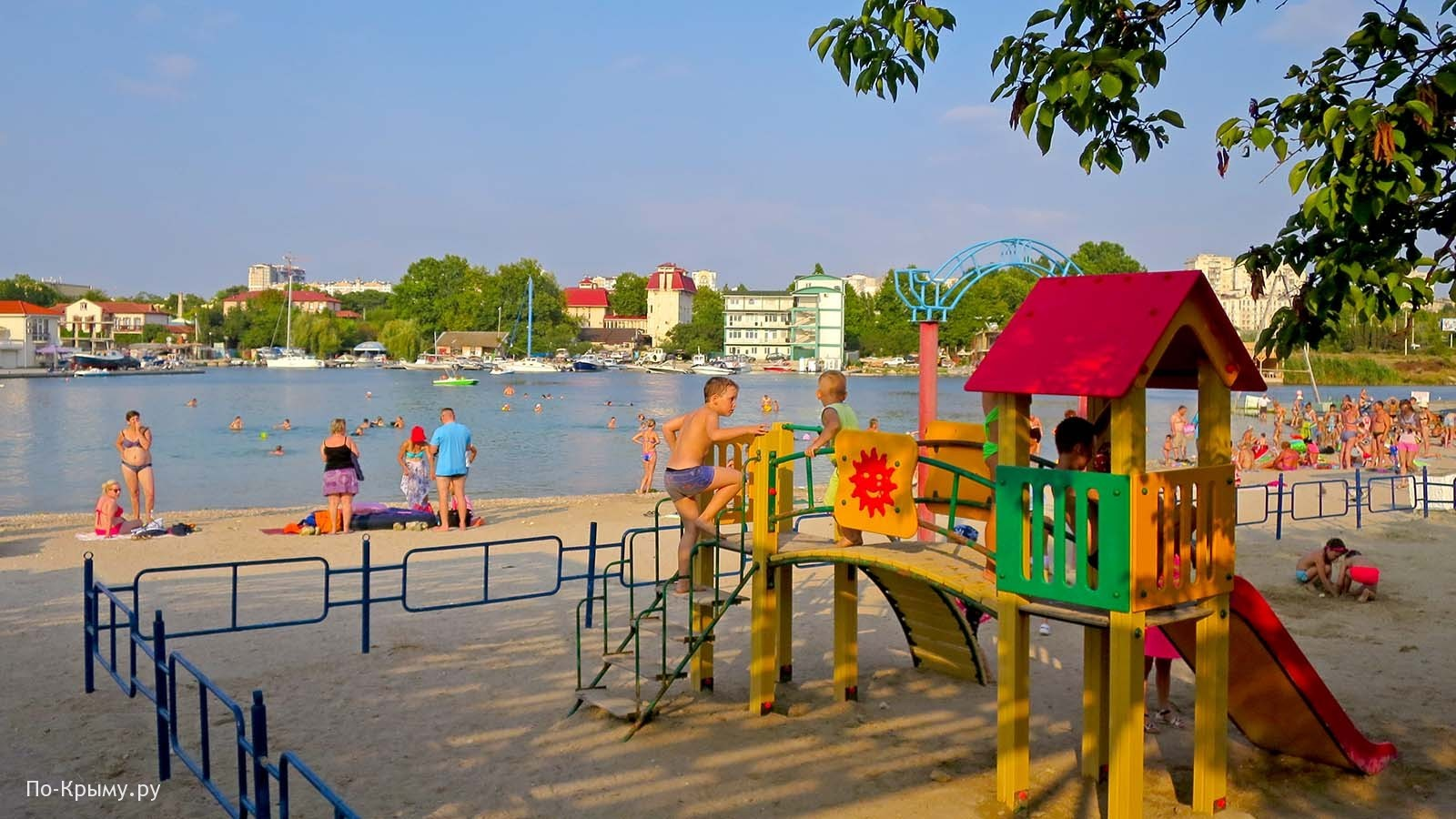 Детский пляж в бухте Омега