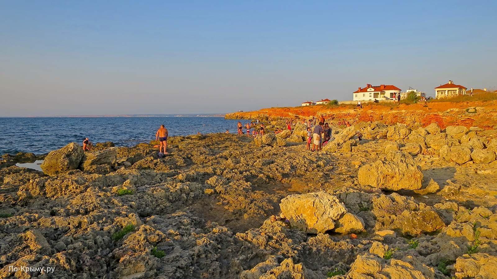 Дикий пляж у набережной Андрея Первозванного, Севастополь