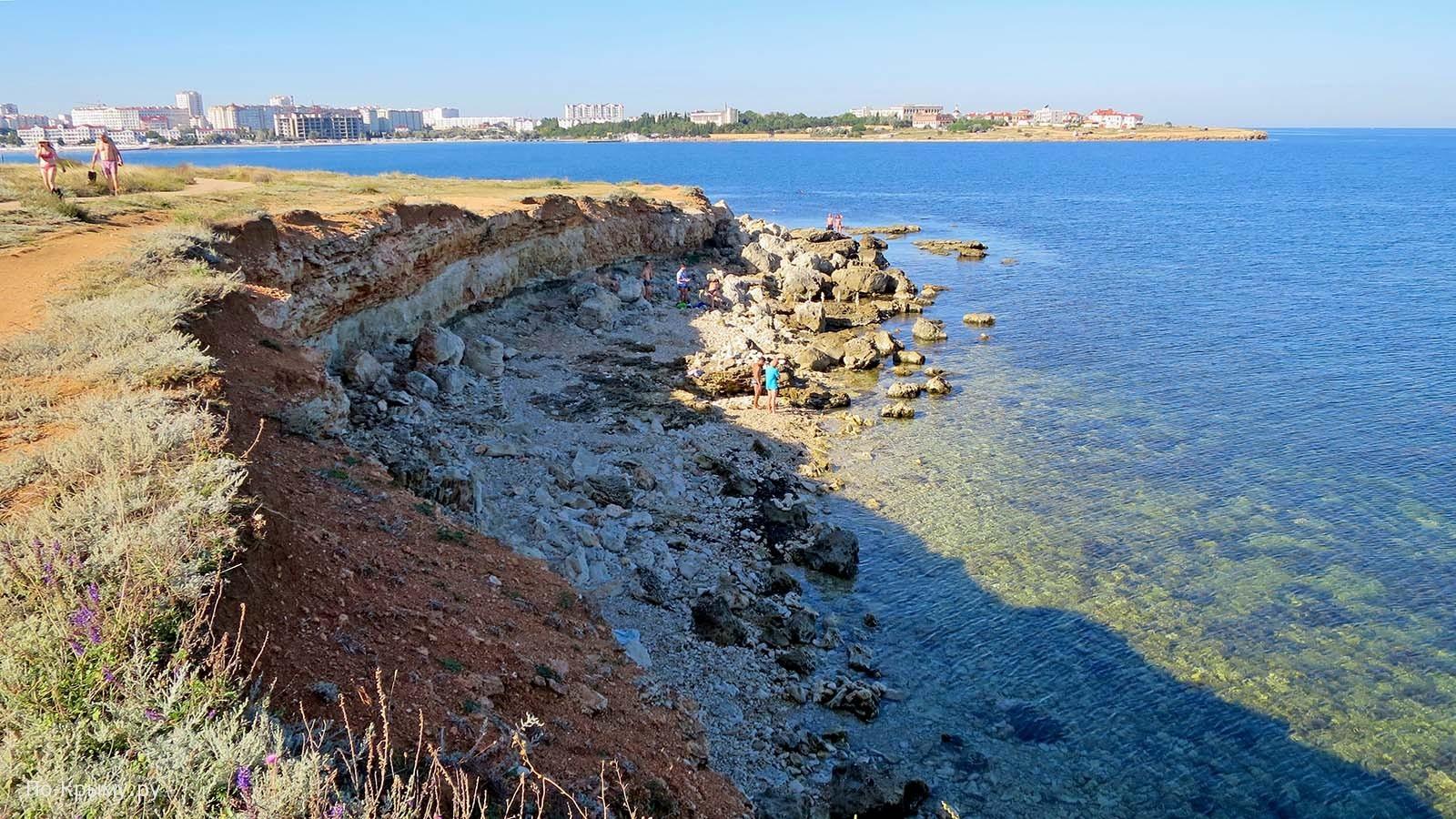 Выход из бухты Круглой, пляж под маяком