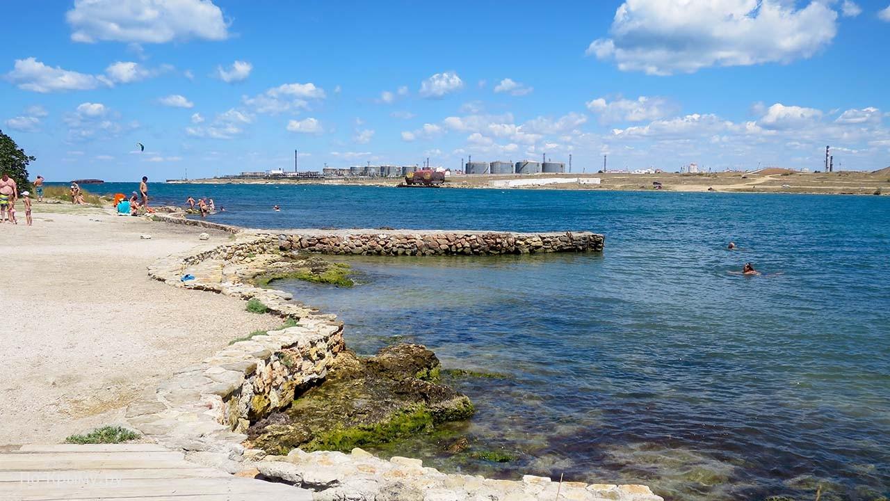 Оба берега Казачьей бухты