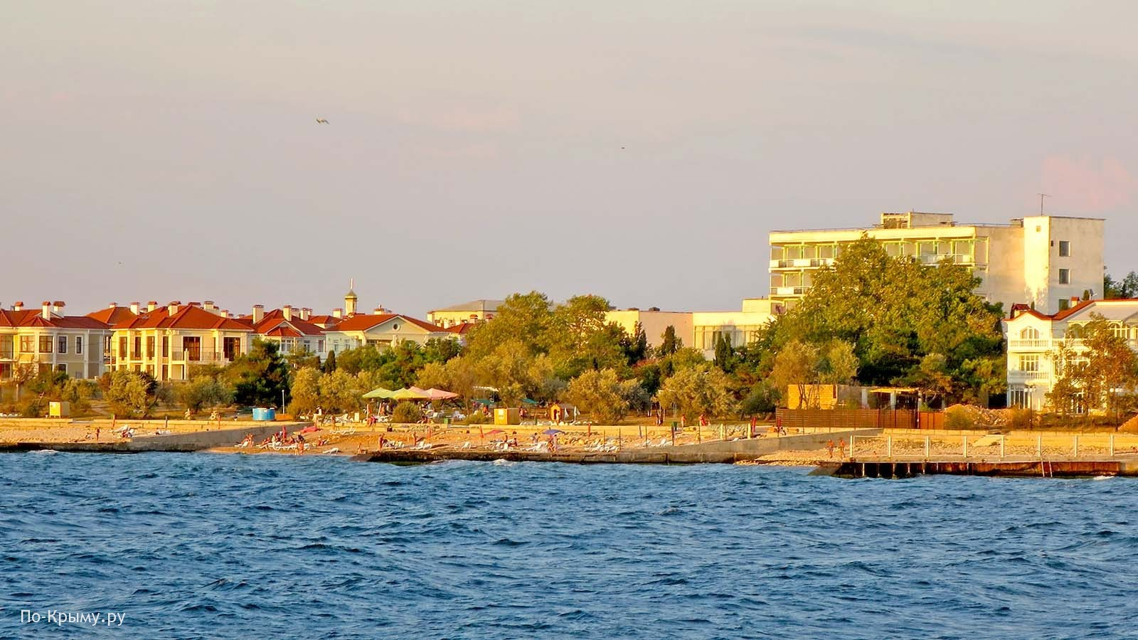 Закрытый пляж в бухте Абрамова