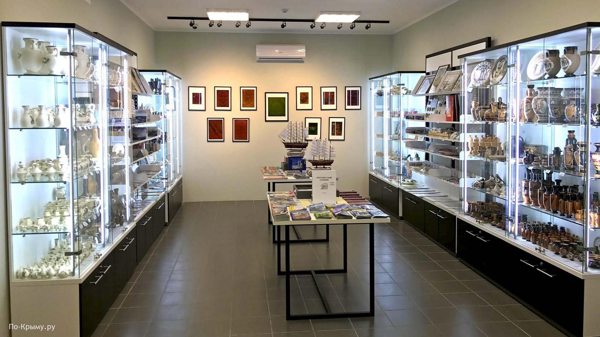 Выставка голограмм в Херсонесе