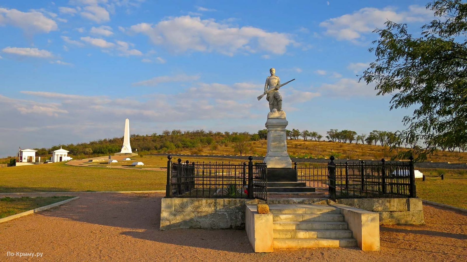 Первый памятник русскому солдату
