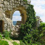 Развалины оборонительная башни на Мангупе